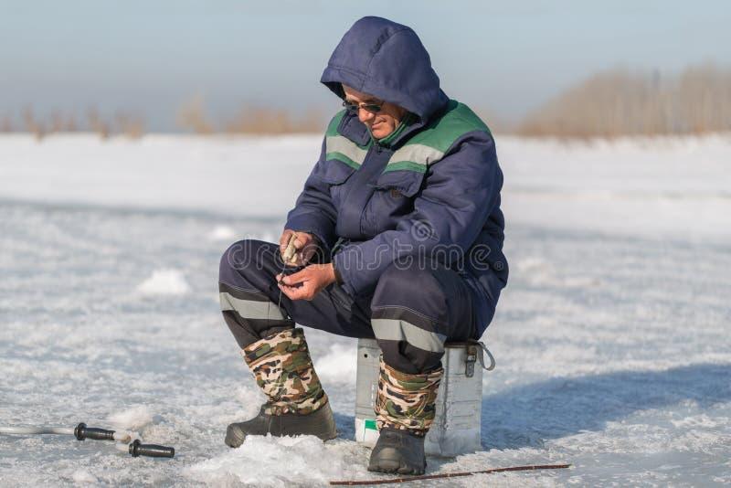 Рыболов зимы стоковое изображение