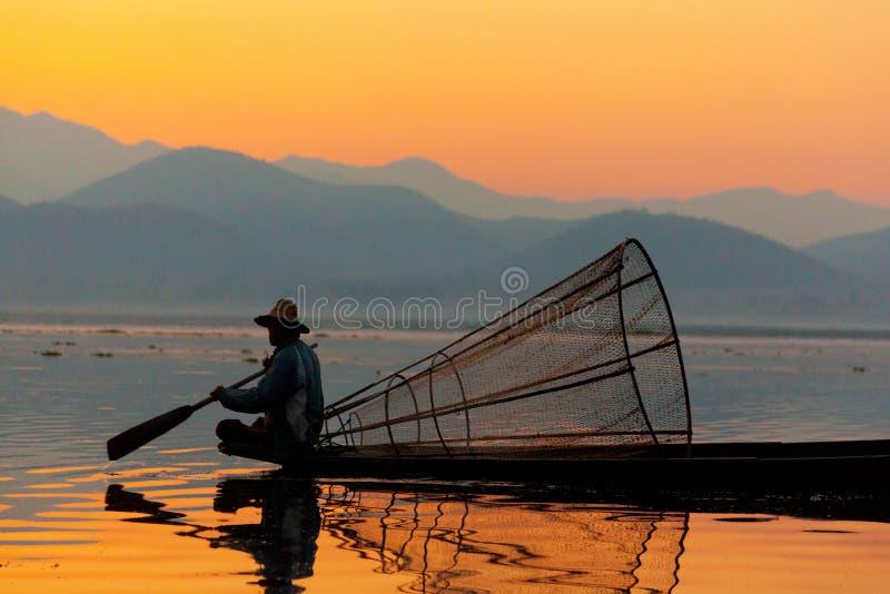 Рыболов, озеро Inle, Myanmar стоковое изображение rf