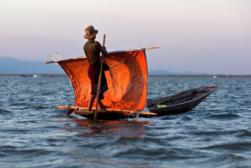 Рыболов людей племени Intha, Мьянмы стоковые изображения rf