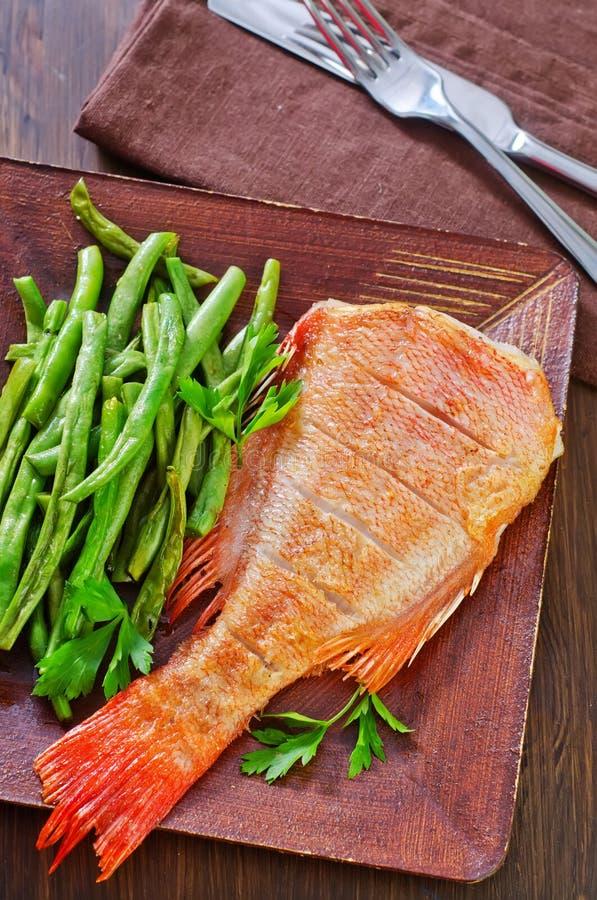 Download рыбы зажарили стоковое фото. изображение насчитывающей обед - 41660102