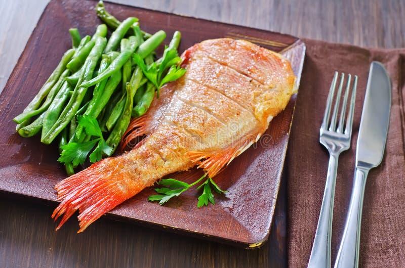 Download рыбы зажарили стоковое фото. изображение насчитывающей подготовлено - 41660112