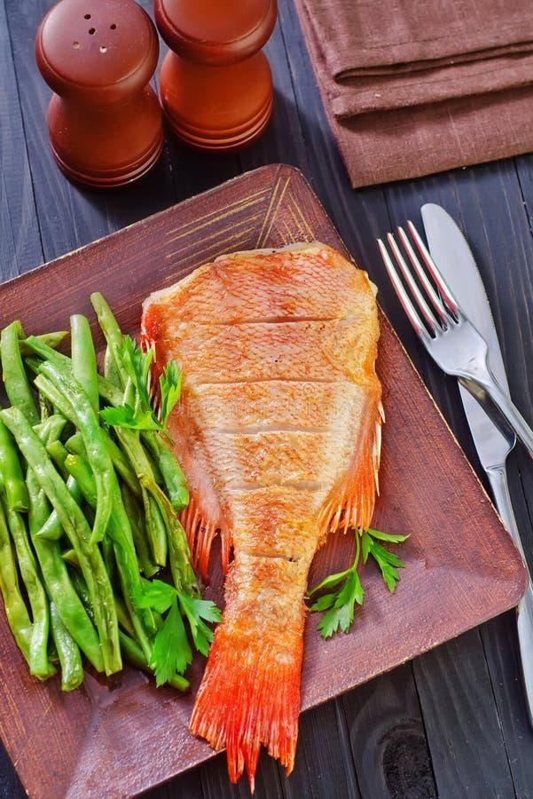 Download рыбы свежие стоковое фото. изображение насчитывающей съешьте - 41660310