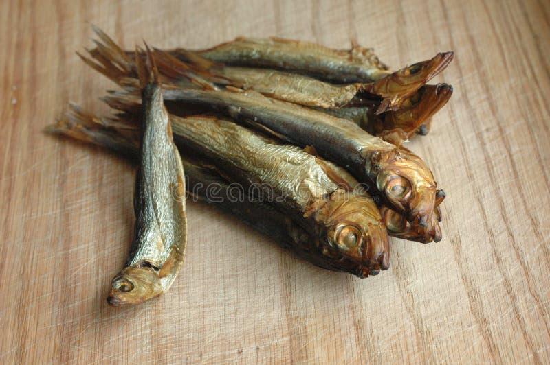 Рыбы шпротины на деревянной поверхности стоковое изображение