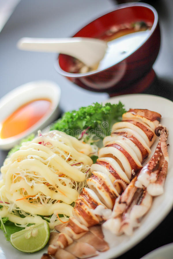 Рыб мяса блюда суш очень вкусное японских yummy Salmon салат Mayonnais супа риса Saba Wasabi украшения еды филе рыб стоковая фотография rf