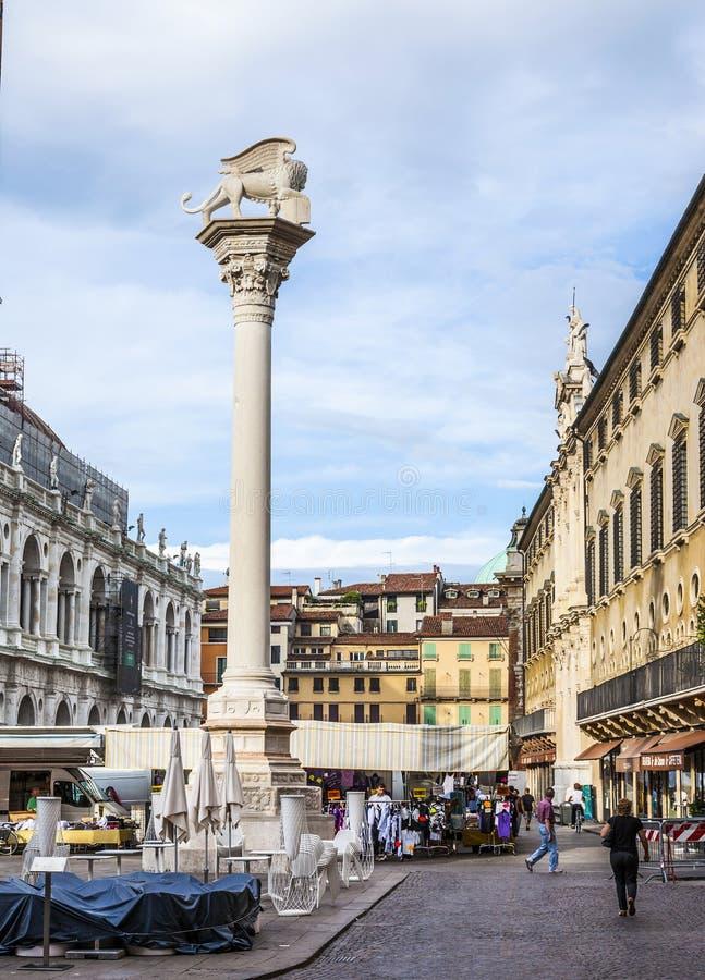 Рынок в Signori dei аркады в городе Виченца, Италии стоковое изображение