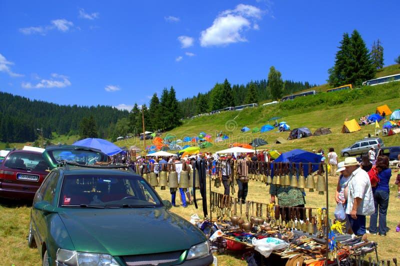 Рынок горы с традиционными болгарскими статьями стоковое изображение