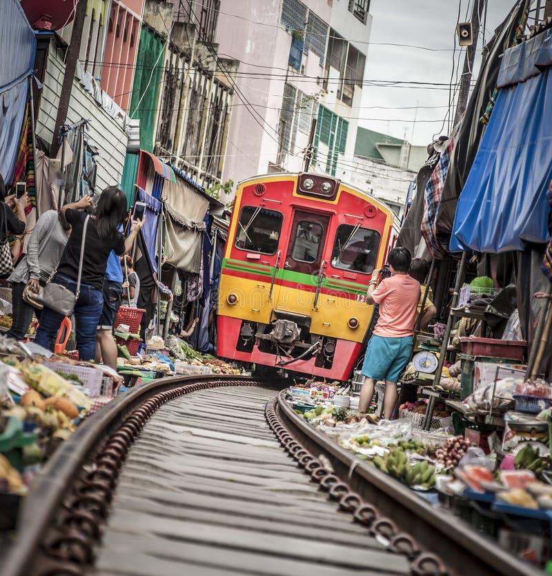 Рынок железной дороги Maeklong стоковое изображение rf