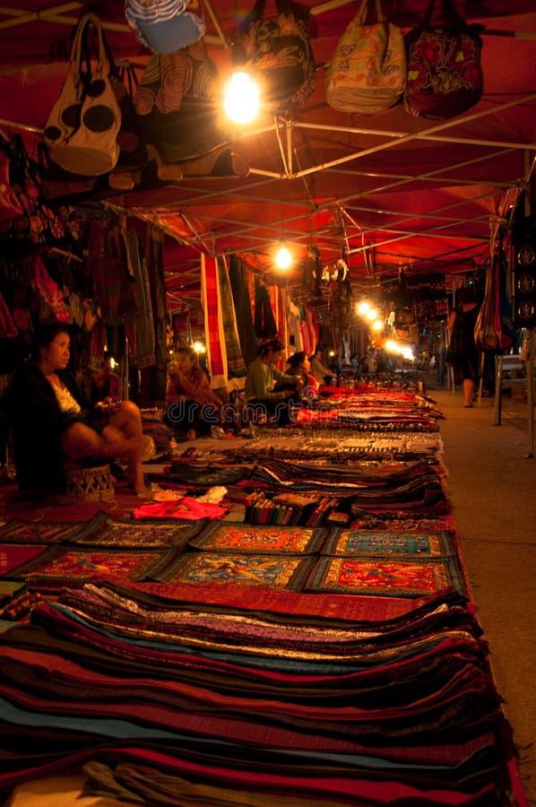 Рынок ночи в Luang Prabang Лаосе стоковое изображение