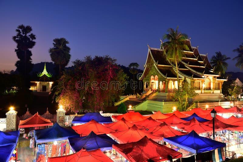 Рынок ночи на prabang Luang, Лаосе стоковые изображения rf