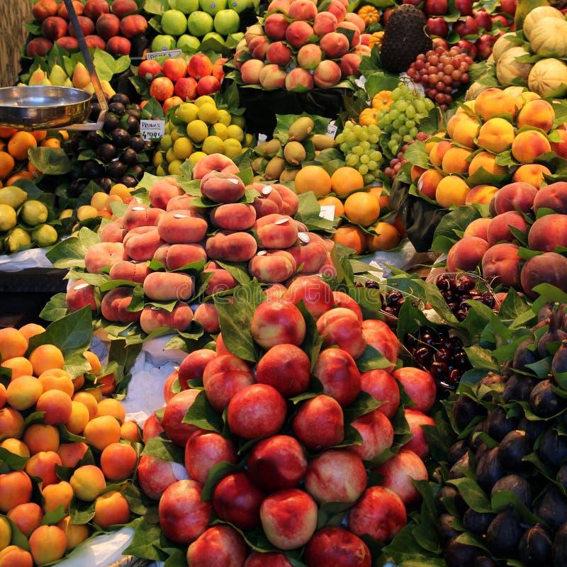 Рынок плодоовощ в Барселона стоковое изображение