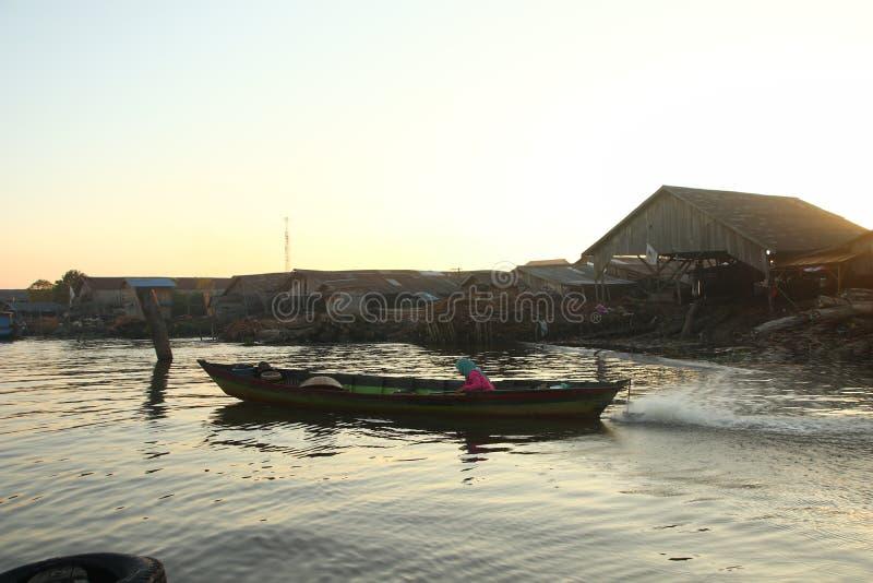 Рынок реки Barito плавая в утре стоковая фотография rf