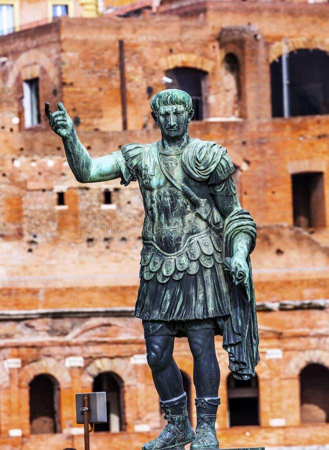 Рынок Рим Италия Trajan статуи Augustus цезаря стоковые фотографии rf