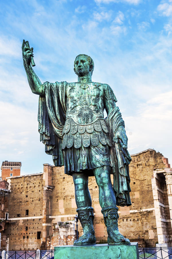 Рынок Рим Италия Trajan статуи Augustus цезаря стоковое изображение