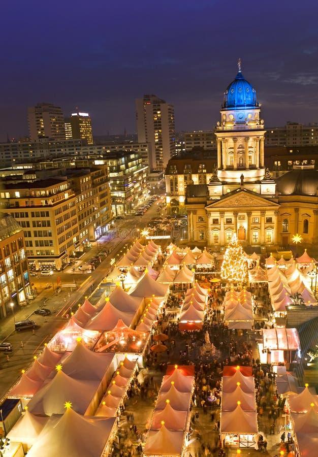 Рынок рождества на gendarmenmarkt berlin Германии стоковые фотографии rf
