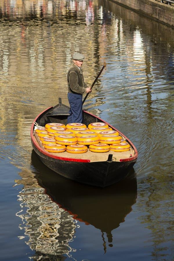 Рынок сыра Алкмара исторический стоковое изображение rf