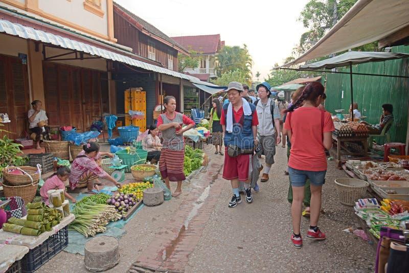 Рынок утра Luang Prabang стоковые изображения
