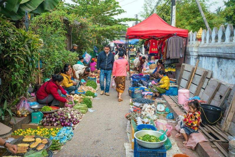 Рынок утра Luang Prabang стоковое изображение
