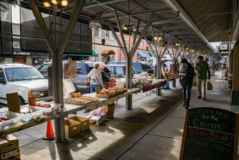 Рынок фермеров города Roanoke стоковые изображения rf