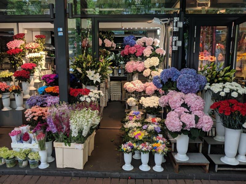 Рынок цветка в Риге, Латвии, ЕС в 2019 стоковая фотография