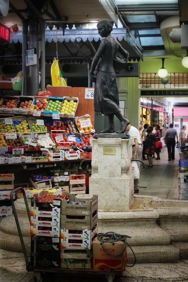 Рынок Albinelli исторический, Модена, Италия стоковые изображения
