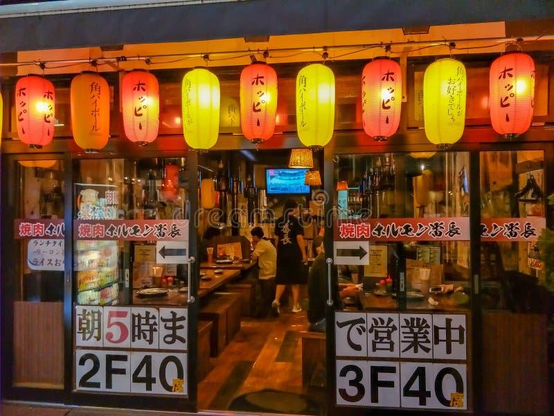 Рынок Ameyoko главная торговая улица в токио стоковое фото