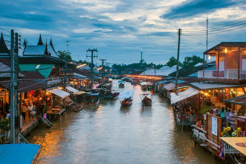 Рынок Ampahwa плавая стоковые фото
