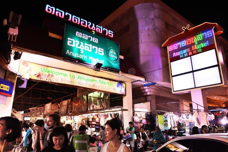 Рынок Anusarn, самое лучшее улицы рынка ночи в Chiangmai, раскрывать Таиланда ежедневный стоковые фото