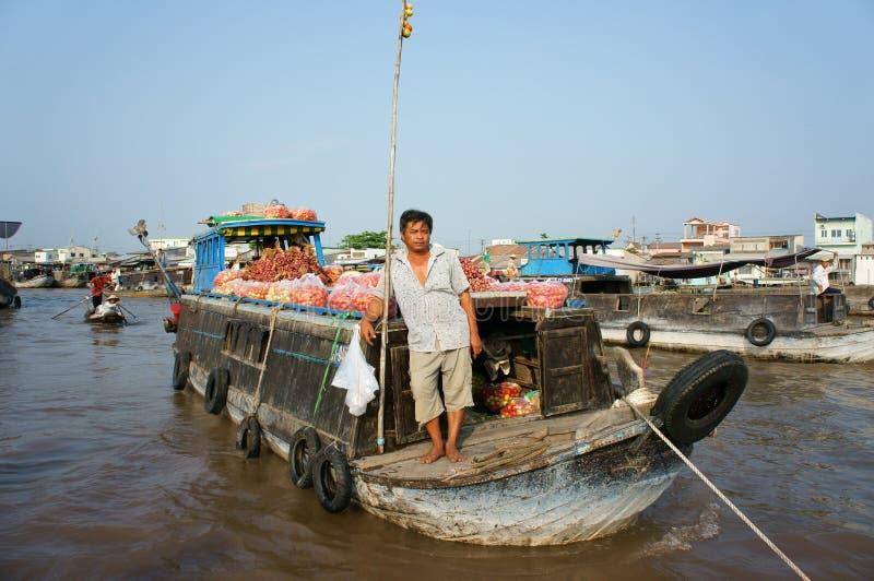 Рынок Cai Rang плавая, перемещение перепада Меконга стоковые фотографии rf