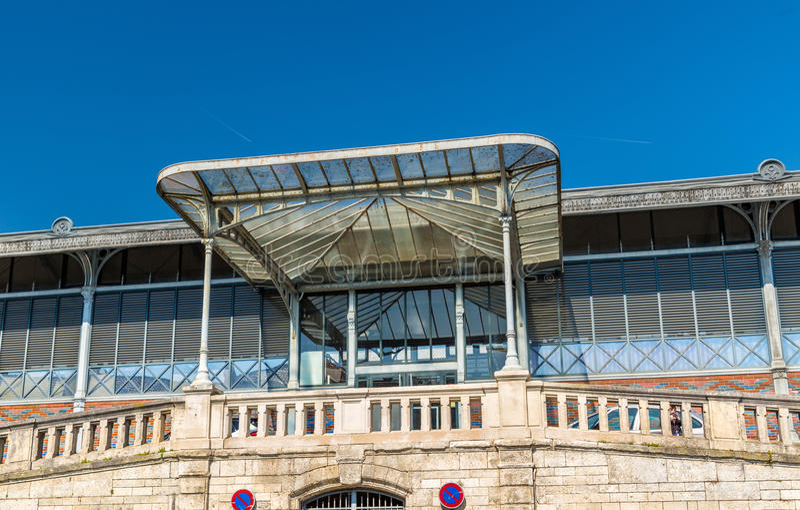 Рынок Les Halles в Angouleme, Франции стоковые фотографии rf