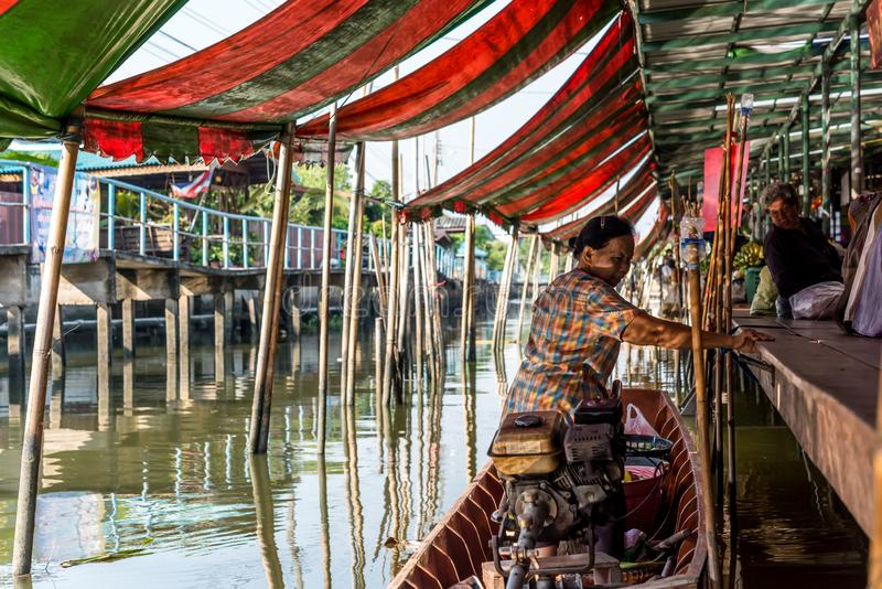 Рынок Wat Takien плавая в Nonthaburi Таиланде стоковое фото