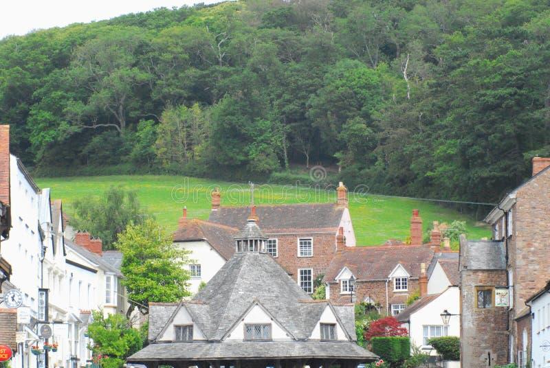 Рыночная площадь и холм деревни чеддера Англии стоковые фотографии rf