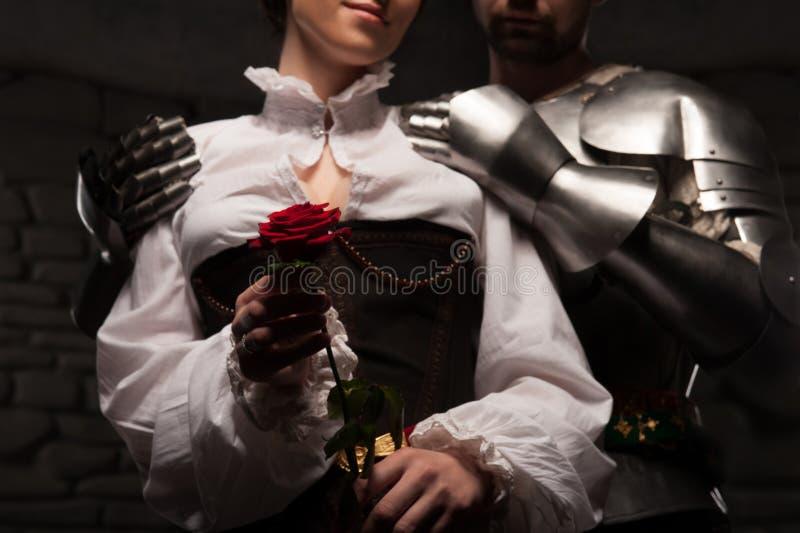 ассистентом, рыцарь дарит цветы даме картинка первого порога находится