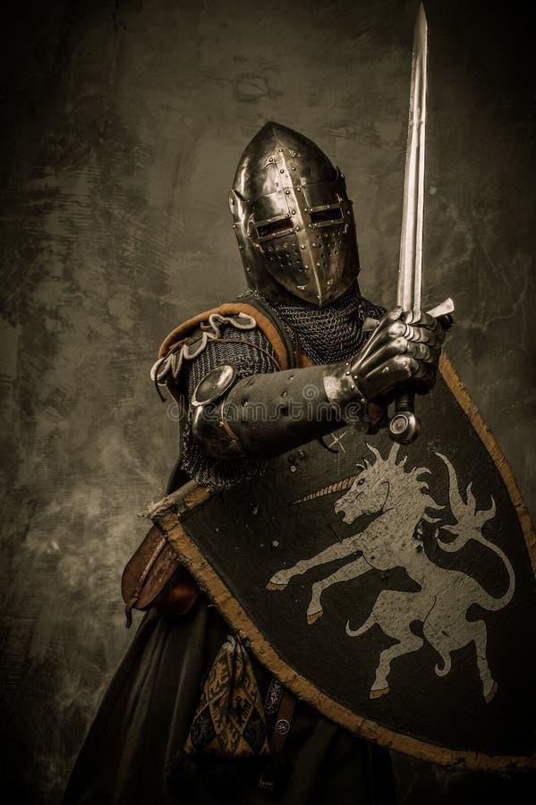 Рыцарь с шпагой стоковое фото