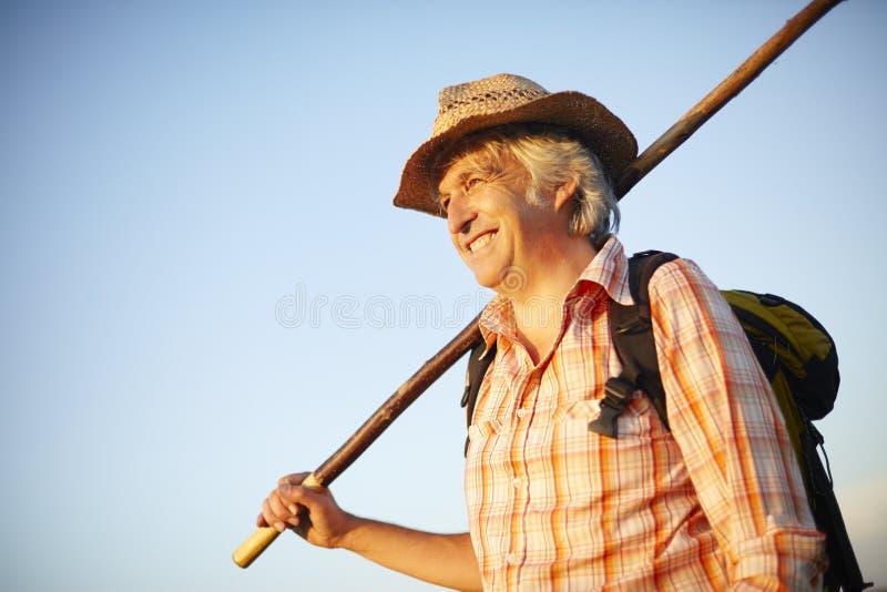 Рюкзак человека шляпы Outdoorsman стоковые фотографии rf