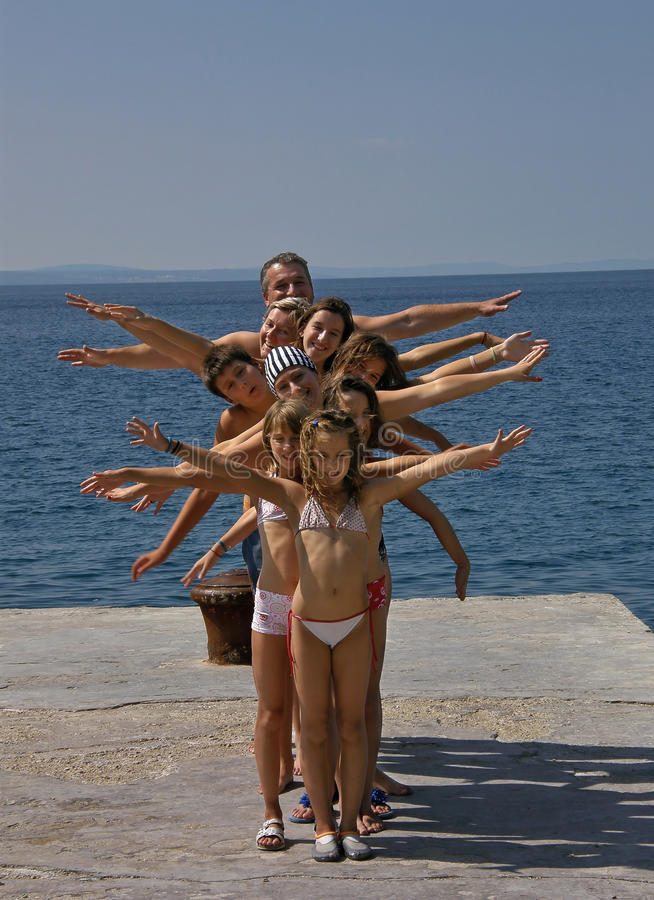 рядок большой семьи счастливый стоковые изображения rf
