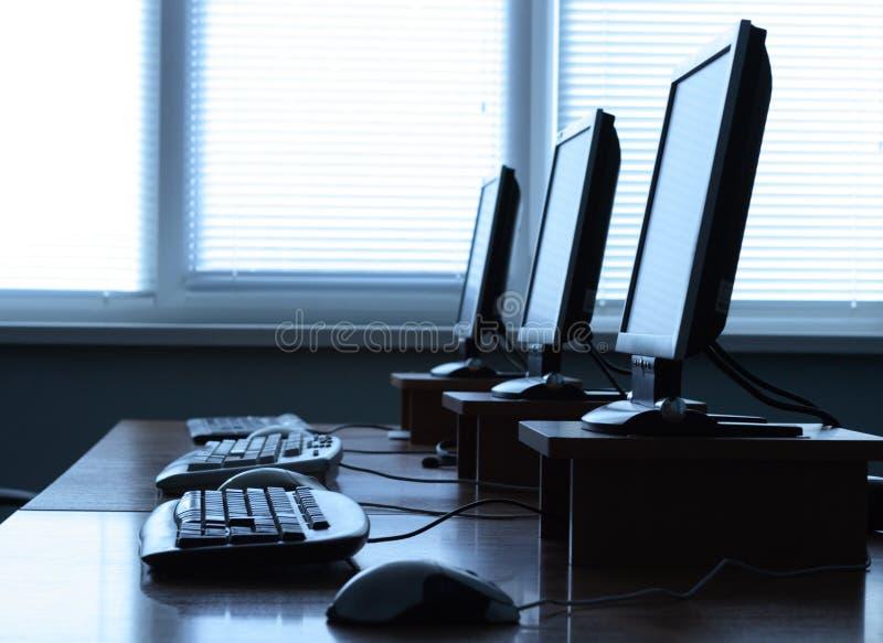 рядок компьютеров