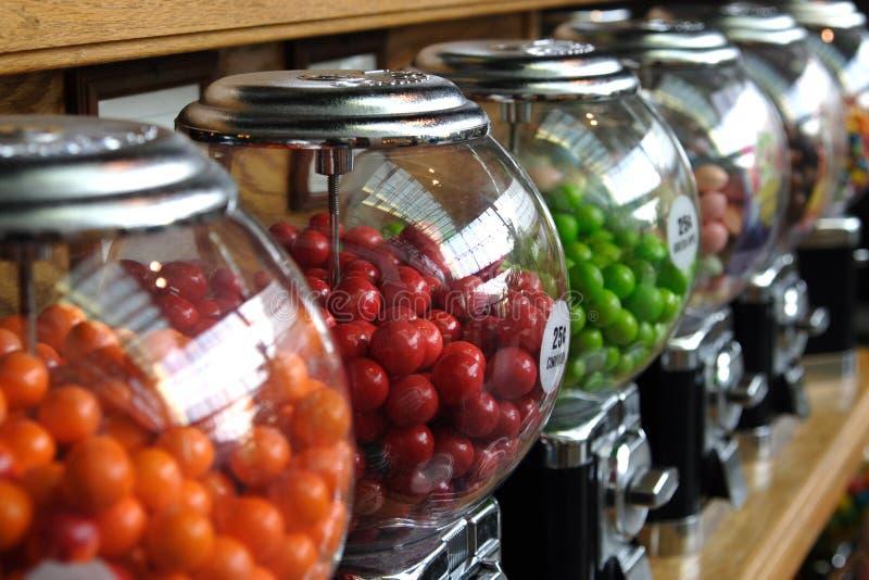рядок контейнеров конфеты стоковое фото rf
