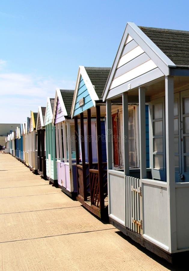 Рядок chalets или хат пляжа стоковое фото rf