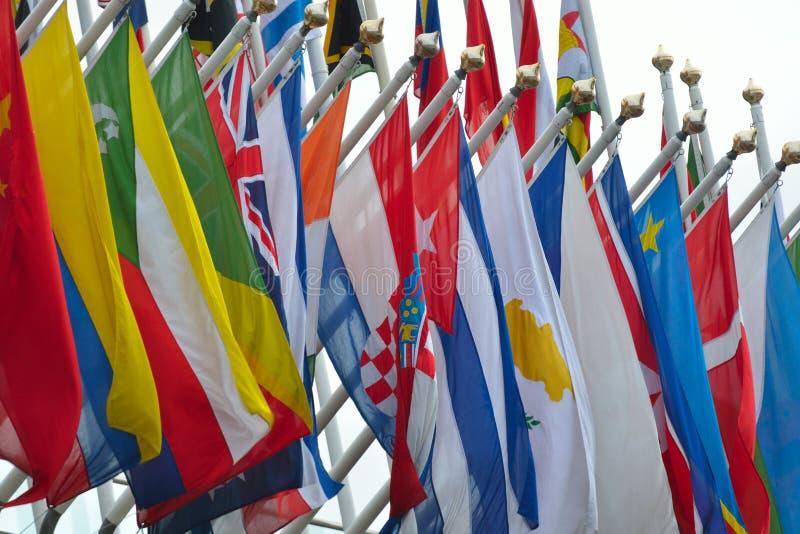 Ряд национальных флагов стоковое фото