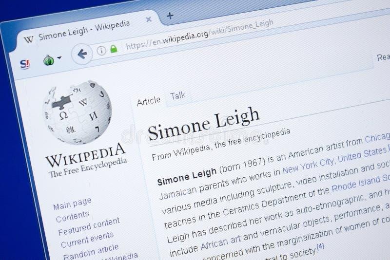 Рязань, Россия - 19-ое августа 2018: Страница Wikipedia о Simone Leigh на дисплее ПК стоковое изображение rf
