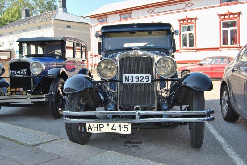 рядок автомобилей ретро стоковое фото rf