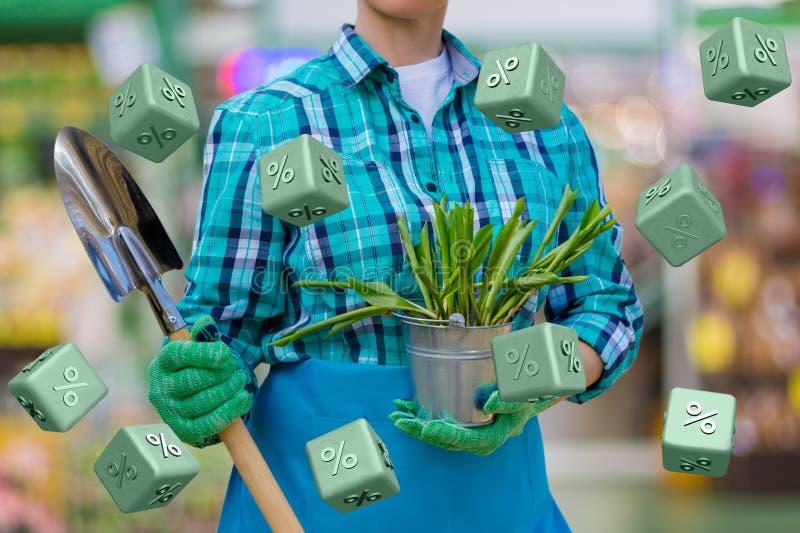 Садовник предлагает скидку процента стоковая фотография rf