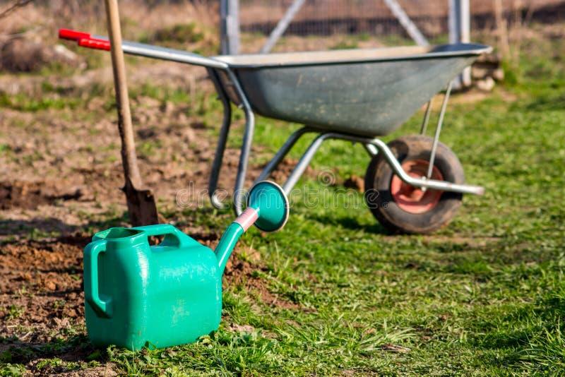 Садовые инструменты в стране стоковые фотографии rf