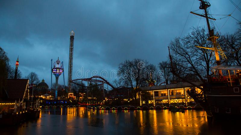Сады Tivoli к ночь стоковые изображения rf