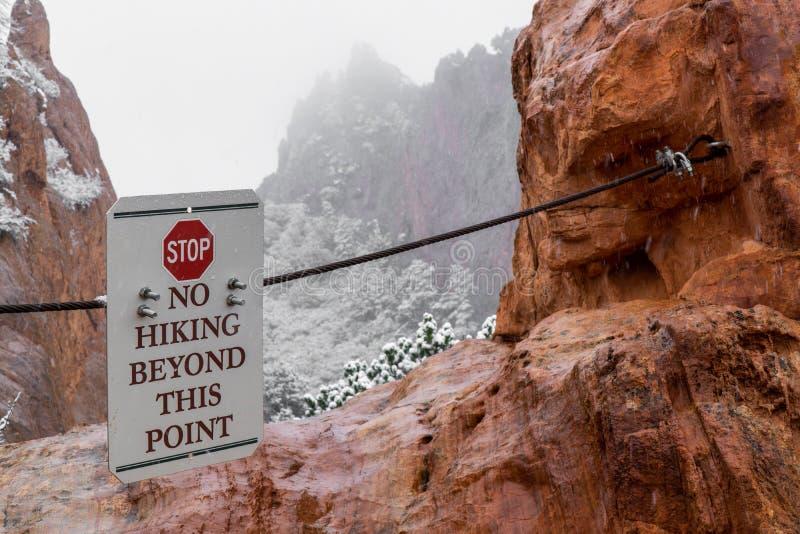 Сад богов Колорадо-Спрингс отсутствие гор пешего знака скалистых стоковые изображения rf