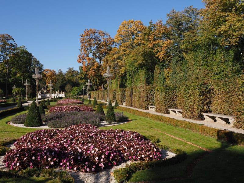 Сад в королевском дворце Wilanow в столице Варшавы европейской Польши в 2018 на октября стоковое фото