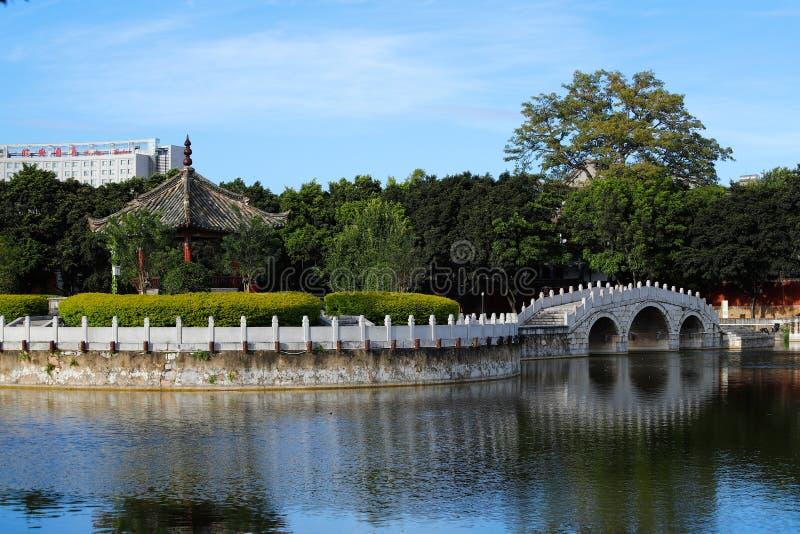 Сад в Temple of Confucius, самой большой  Юньнань, Китай Jianshui, Юньнань, Китай стоковое фото