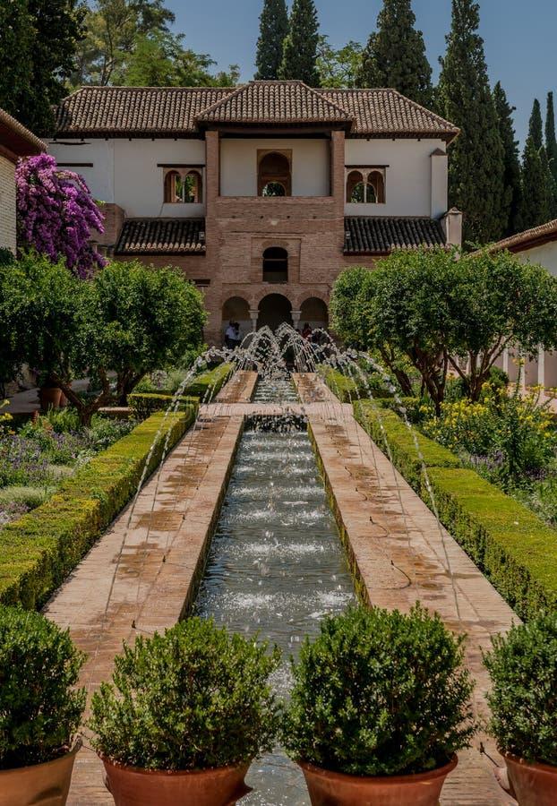 Сад дворца Альгамбра в Гранаде, Испании стоковое фото