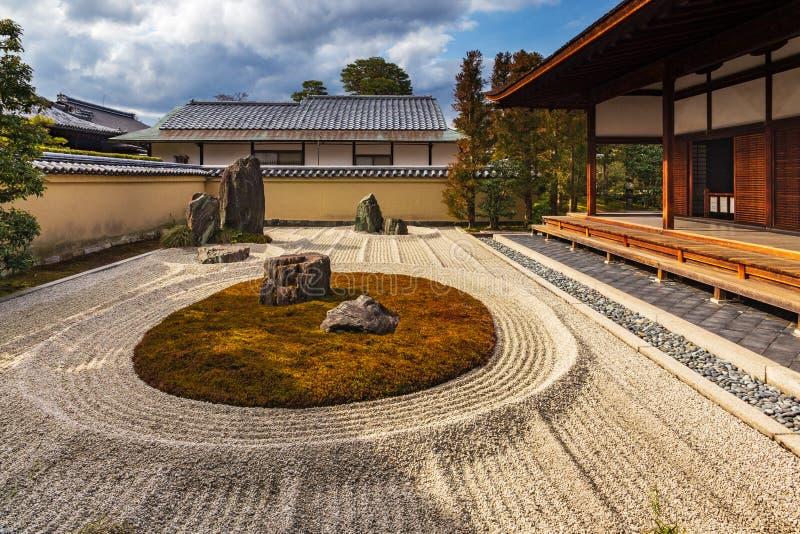 Сад дзэна в виске Daitoku-Ji в Киото, Японии стоковое изображение rf