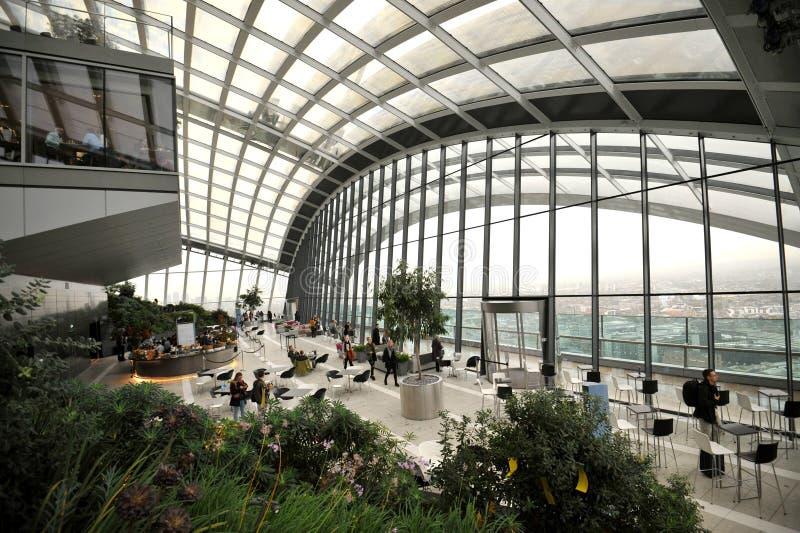 Сад неба в небоскребе в городе Лондона, Англии стоковое изображение